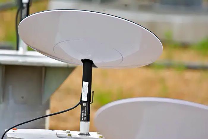 «НЛО на паличці» - в мережу злили фото персональних терміналів супутникового інтернету Starlink