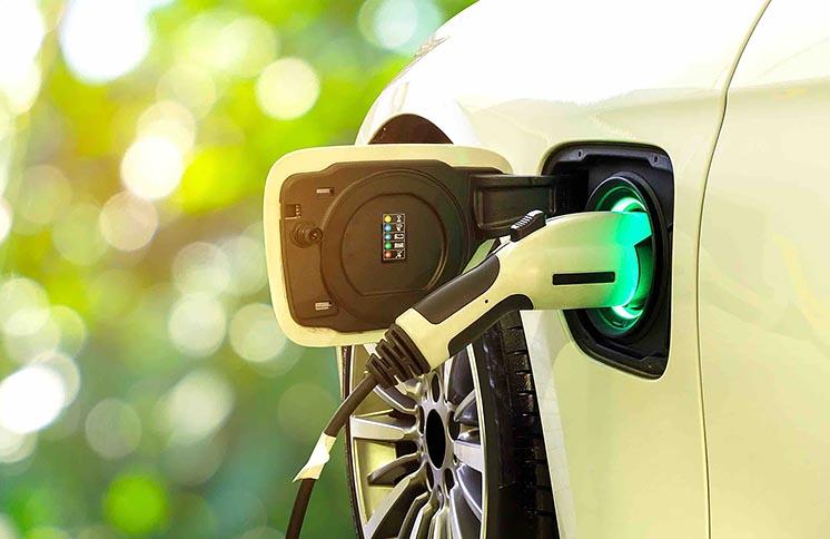 Новая супербатареи для электромобилей: десятиминутная зарядка обеспечит 400 км пути
